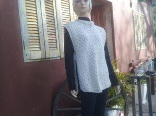 Colete feminino em lã crua, feito em tricô