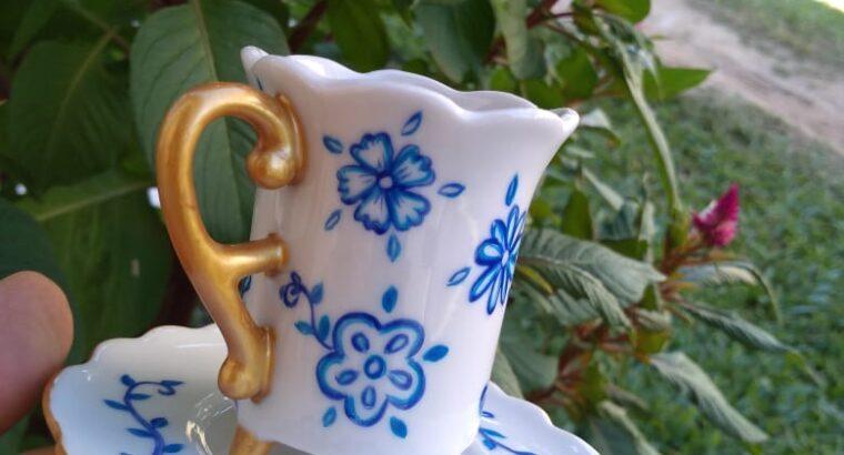 Pintura a mão em porcelana